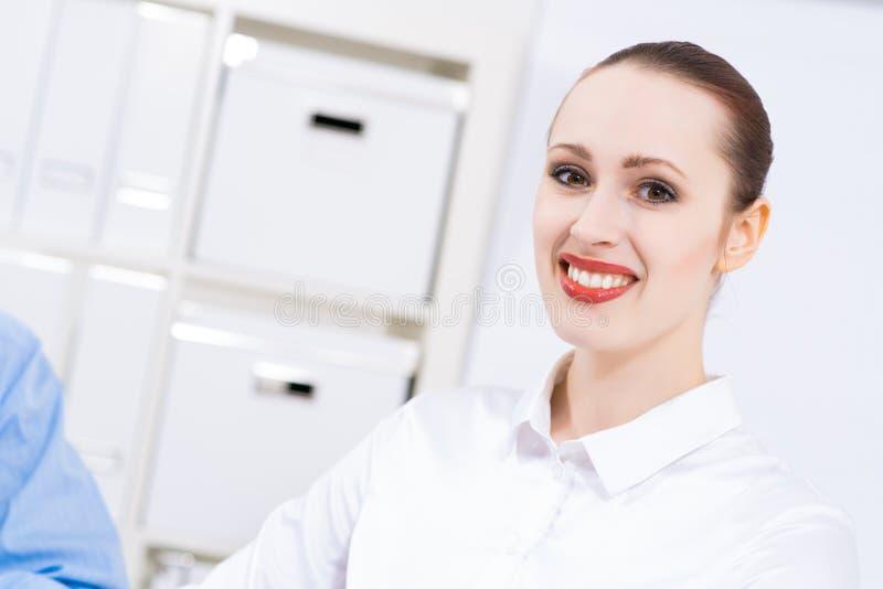 Retrato de uma mulher de negócio fotografia de stock royalty free