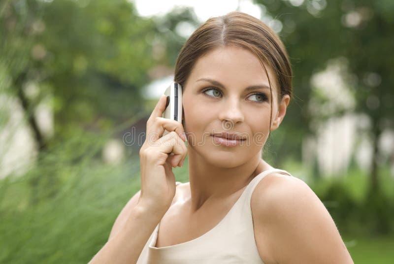 Retrato de uma mulher de negócio atrativa nova. fotografia de stock royalty free