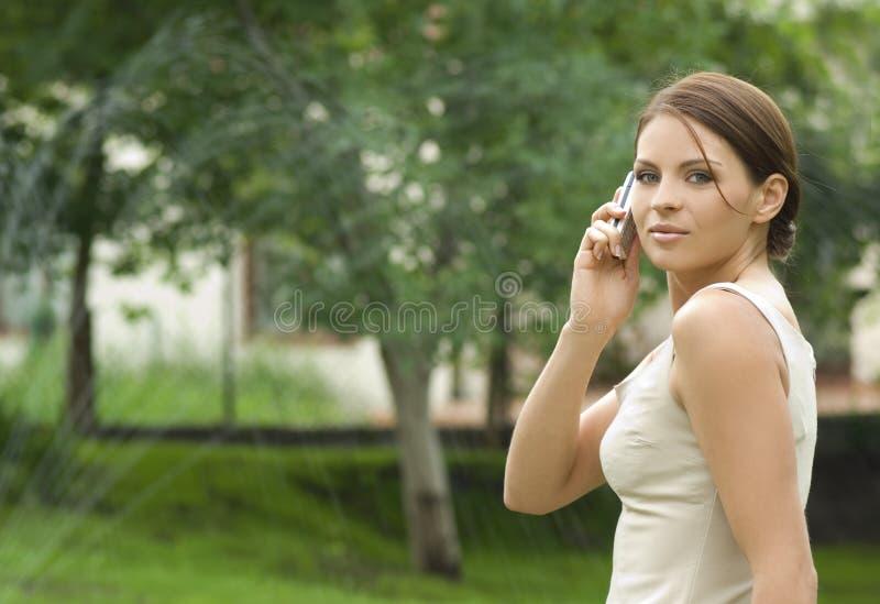 Retrato de uma mulher de negócio atrativa nova. foto de stock royalty free