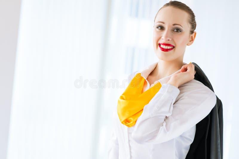 Retrato de uma mulher de negócio bem sucedida imagem de stock
