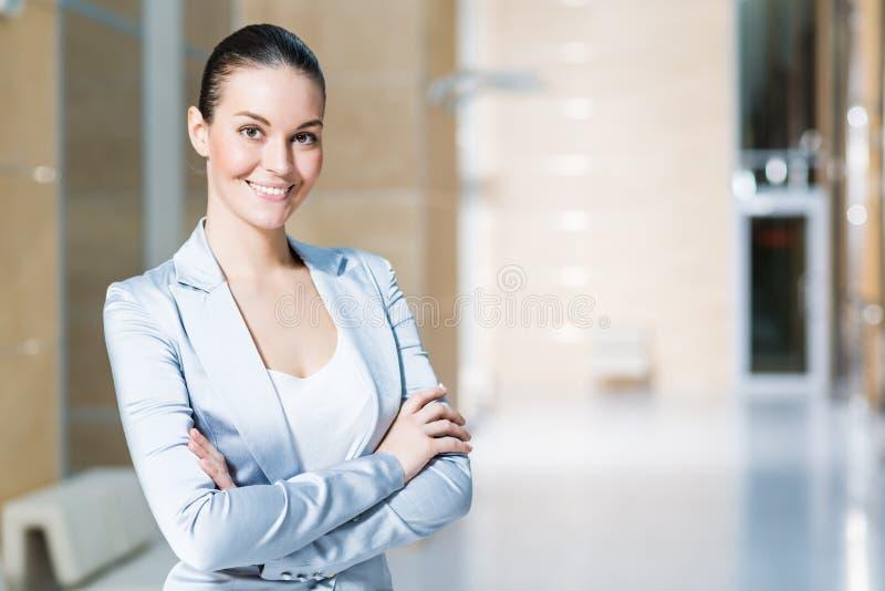 Retrato de uma mulher de negócio bonita foto de stock