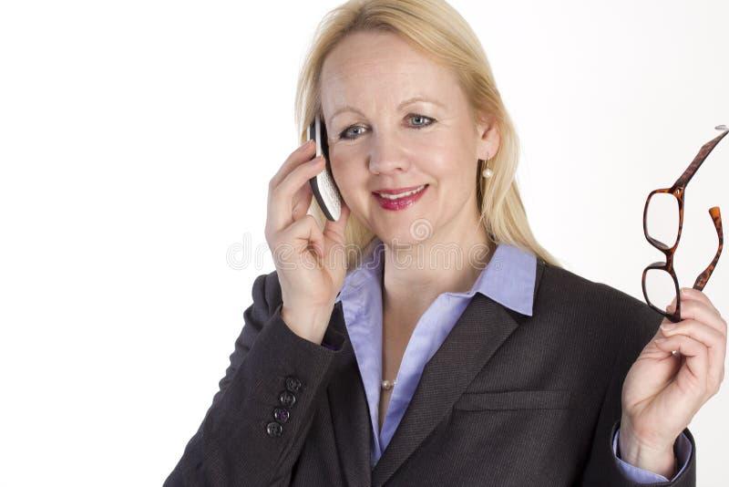 Retrato de uma mulher de negócio bonita adulta. imagens de stock royalty free
