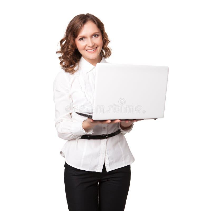 Retrato de uma mulher de negócios consideravelmente nova que guardara um portátil fotos de stock