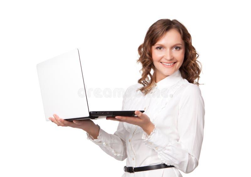 Retrato de uma mulher de negócios consideravelmente nova que guardara um portátil imagens de stock royalty free
