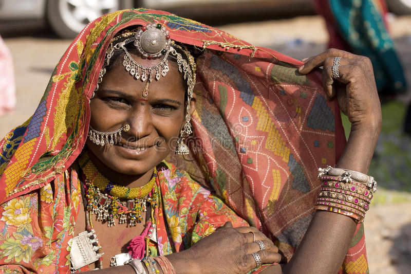 Retrato de uma mulher de Rajasthani da Índia fotos de stock royalty free