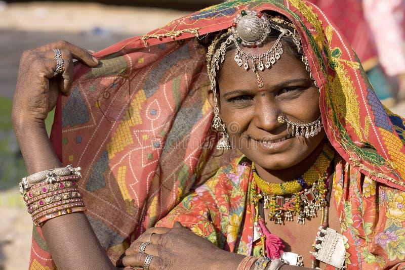 Retrato de uma mulher de Rajasthani da Índia imagem de stock royalty free