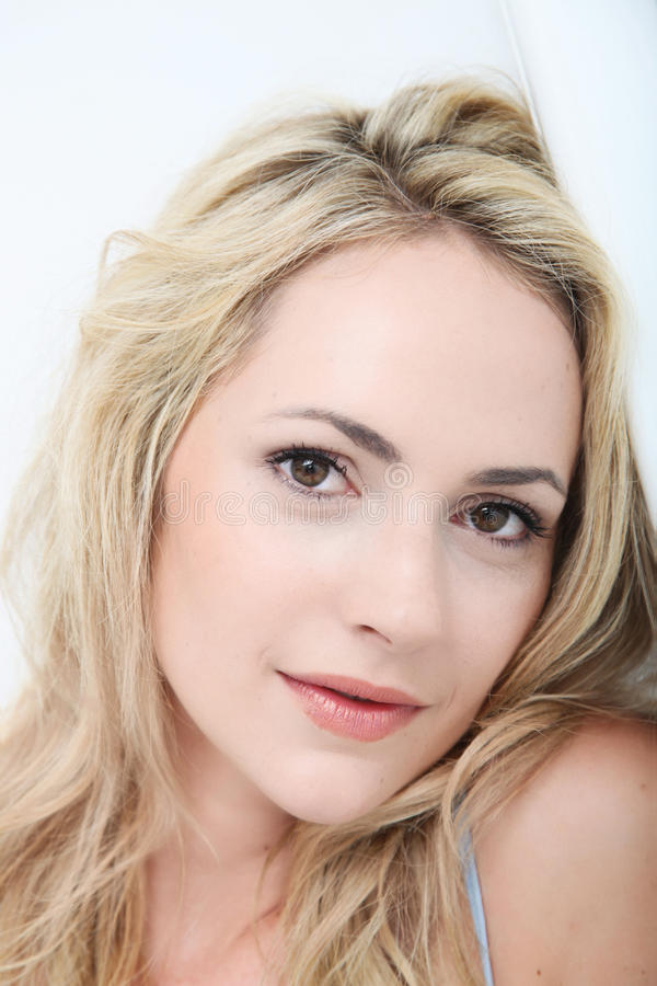 Retrato de uma mulher delicada bonita imagens de stock royalty free