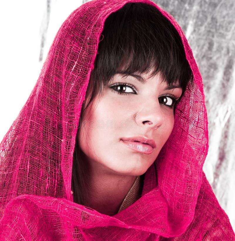 Retrato de uma mulher fresca e encantadora fotos de stock royalty free