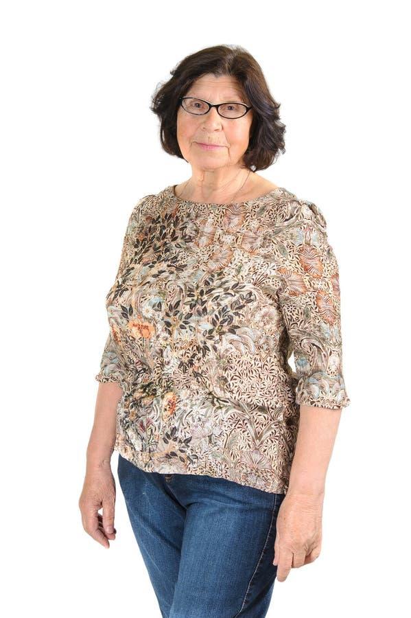 Retrato de uma mulher idosa com um sorriso bonito em sua cara foto de stock