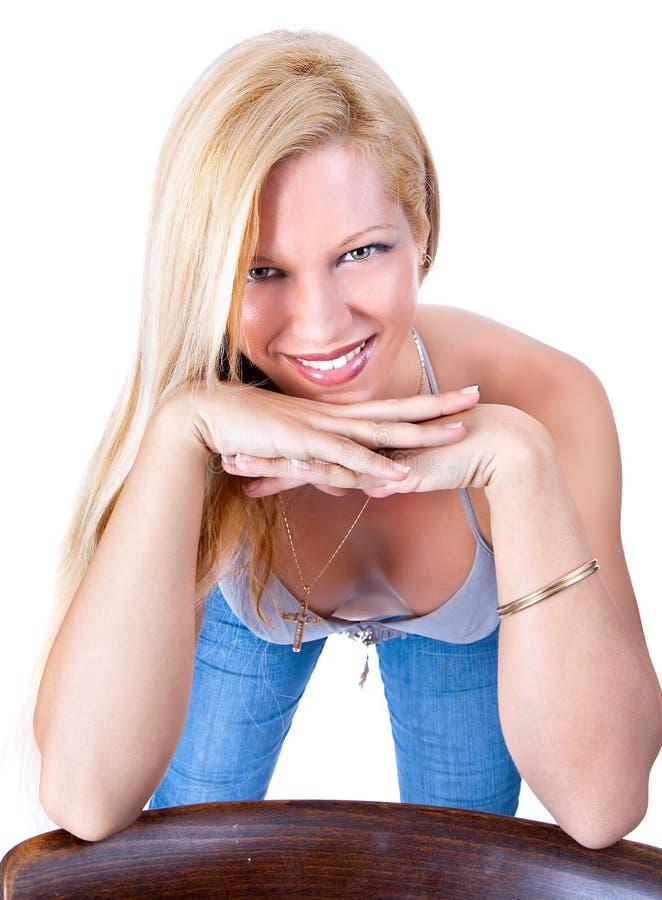 Retrato de uma mulher loura atrativa fotografia de stock