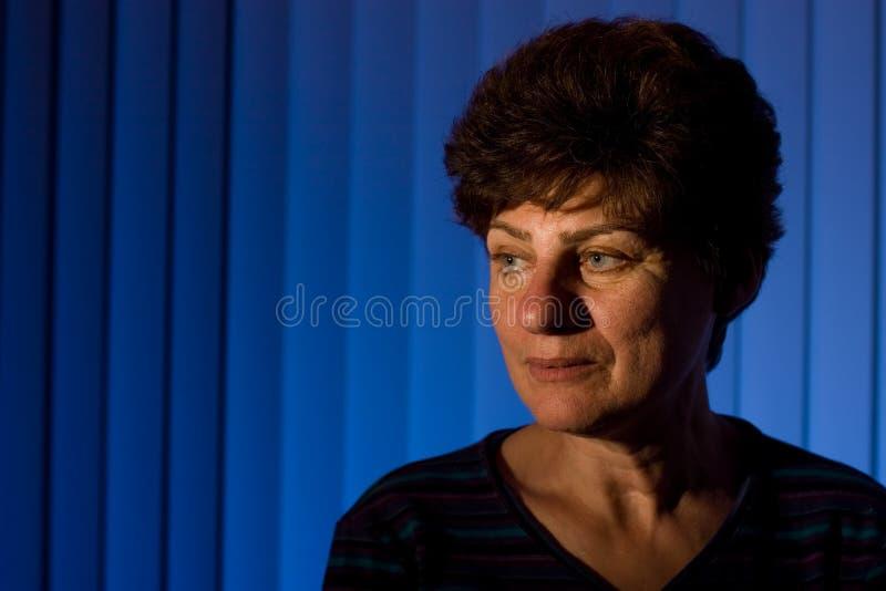 Retrato de uma mulher madura fotos de stock royalty free