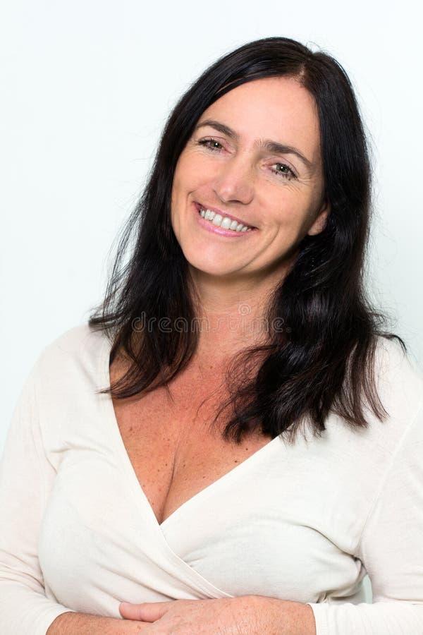 Retrato de uma mulher madura bonita imagens de stock royalty free