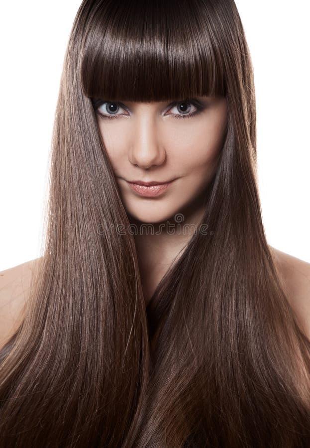 Retrato de uma mulher moreno bonita com cabelo reto longo imagens de stock royalty free