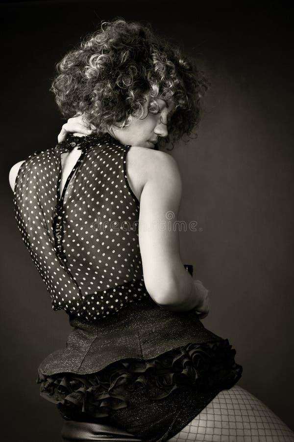 Retrato de uma mulher no estúdio imagens de stock