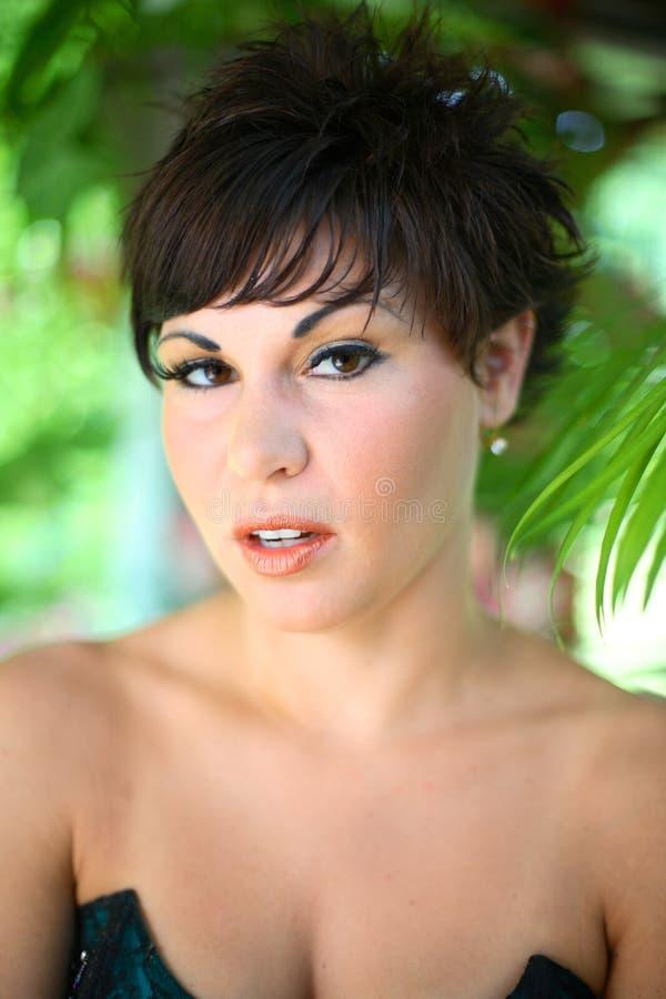 Retrato de uma mulher nova imagem de stock