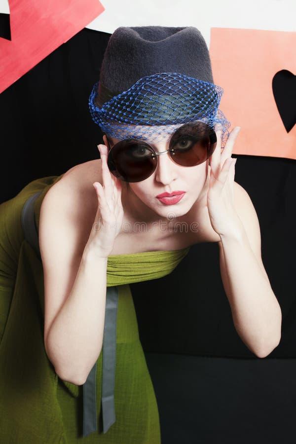 Retrato de uma mulher nova bonita imagens de stock