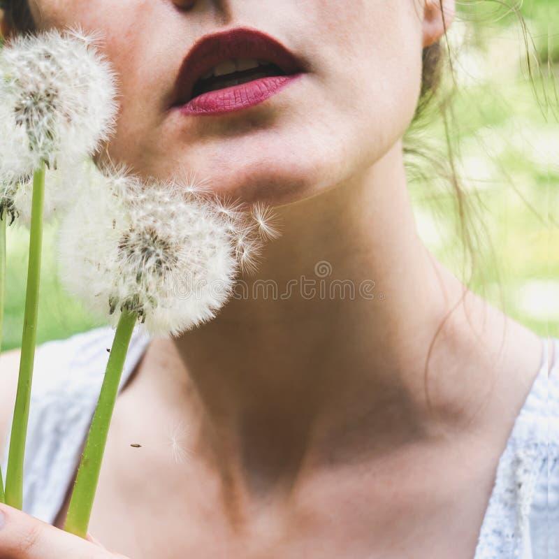 Retrato de uma mulher nova, bonita Close-up fotos de stock royalty free