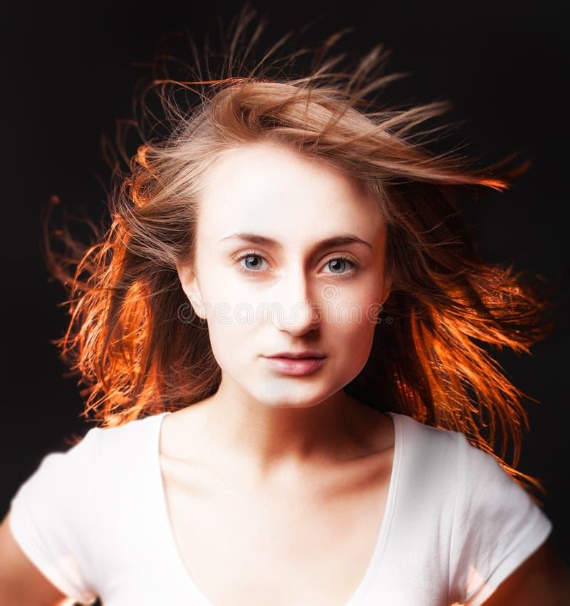 Retrato de uma mulher nova bonita o fotos de stock royalty free