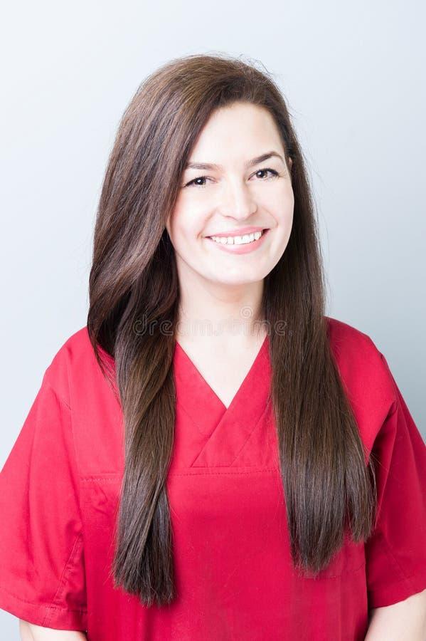 Retrato de uma mulher nova do doutor do dentista fotografia de stock royalty free