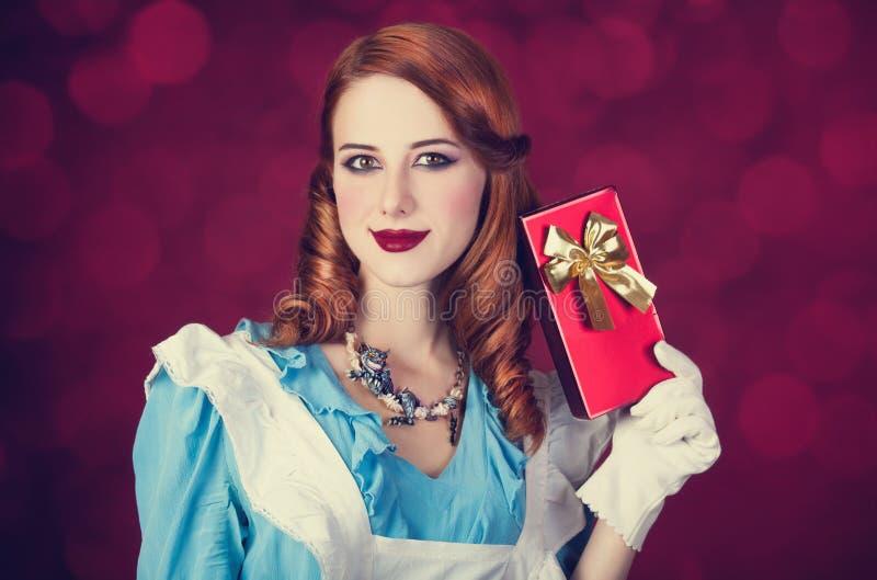Retrato de uma mulher nova do ruivo foto de stock royalty free