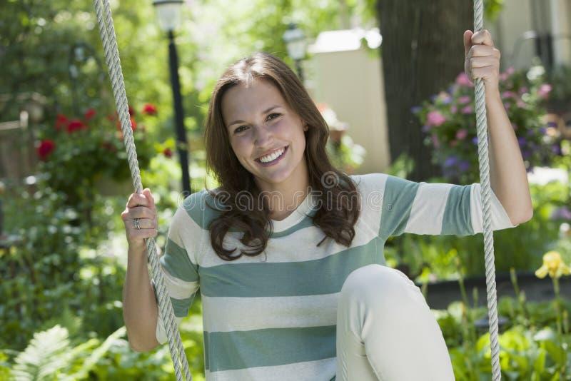 Retrato de uma mulher nova em um balanço imagens de stock royalty free