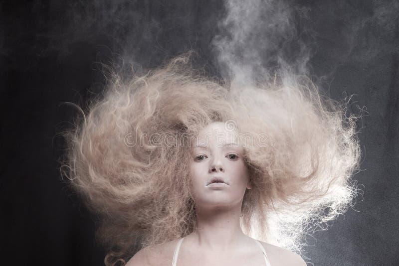 Retrato de uma mulher pálida imagens de stock