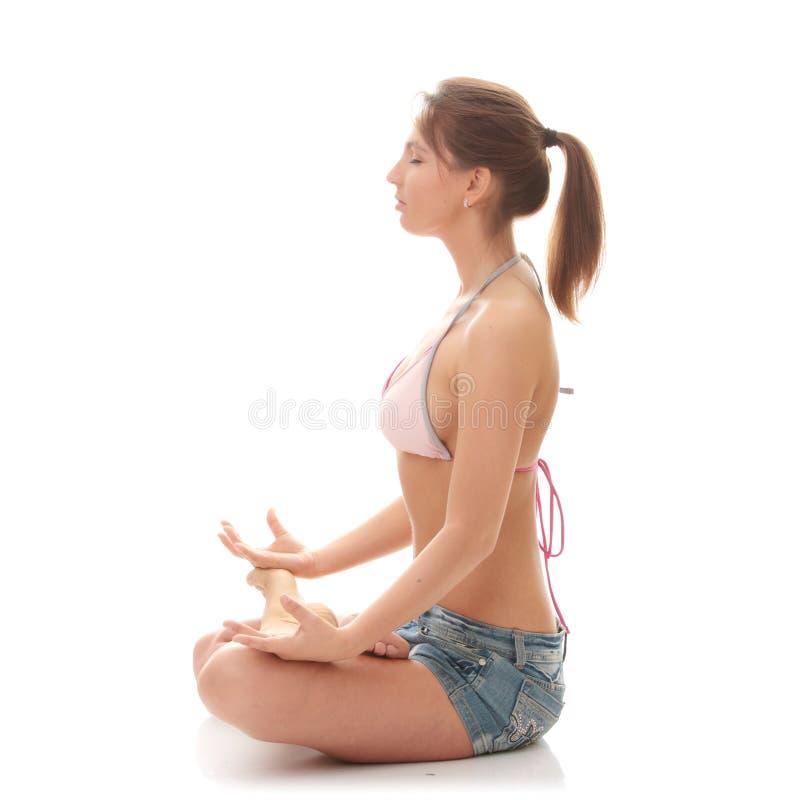 Retrato de uma mulher que meditating foto de stock