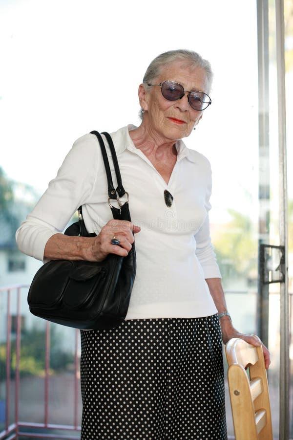 Retrato de uma mulher sênior fotos de stock royalty free
