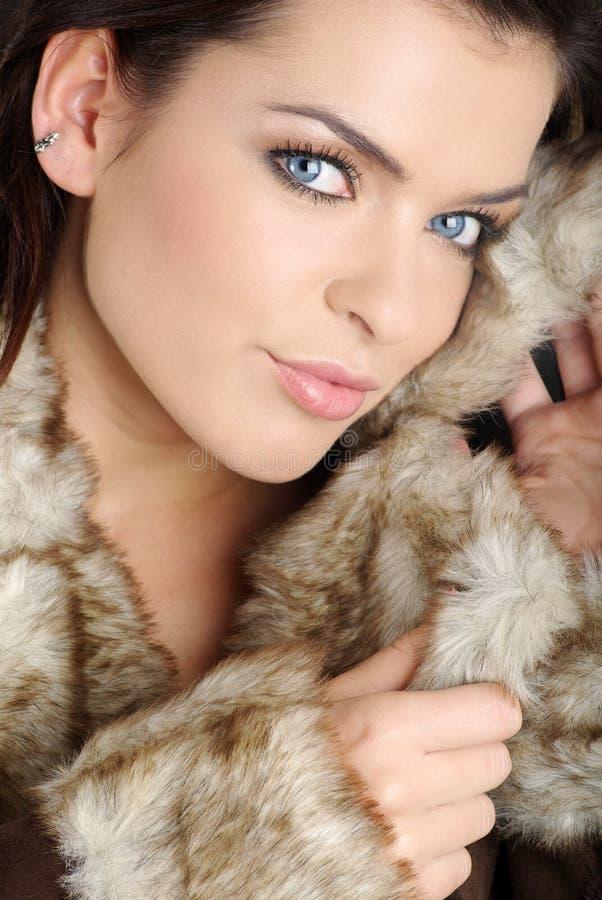Retrato de uma mulher 'sexy' do inverno imagem de stock