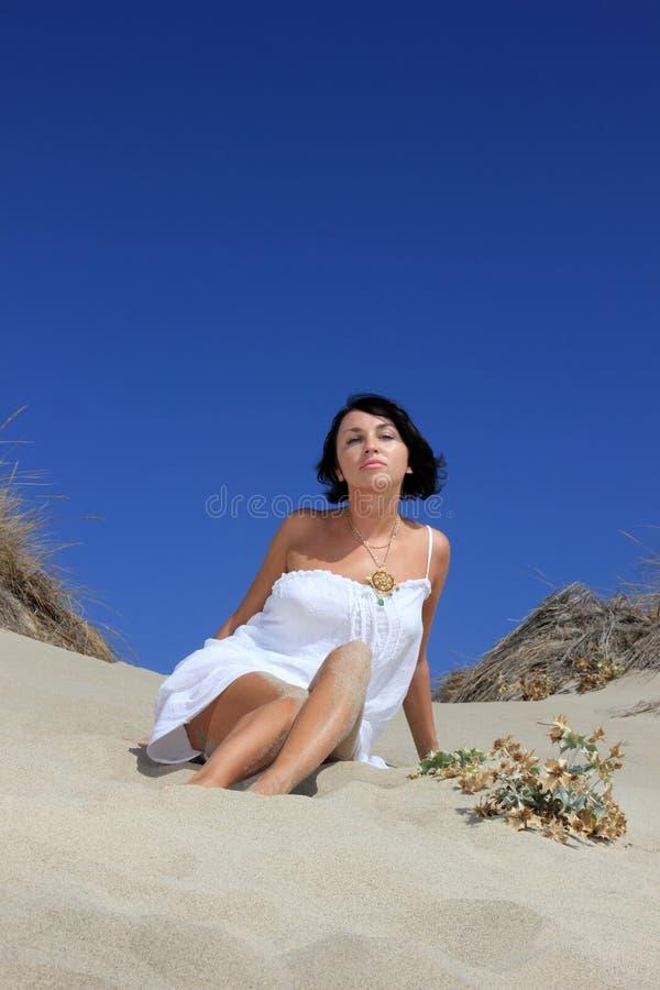 Download Menina bonita na praia foto de stock. Imagem de novo - 29830500