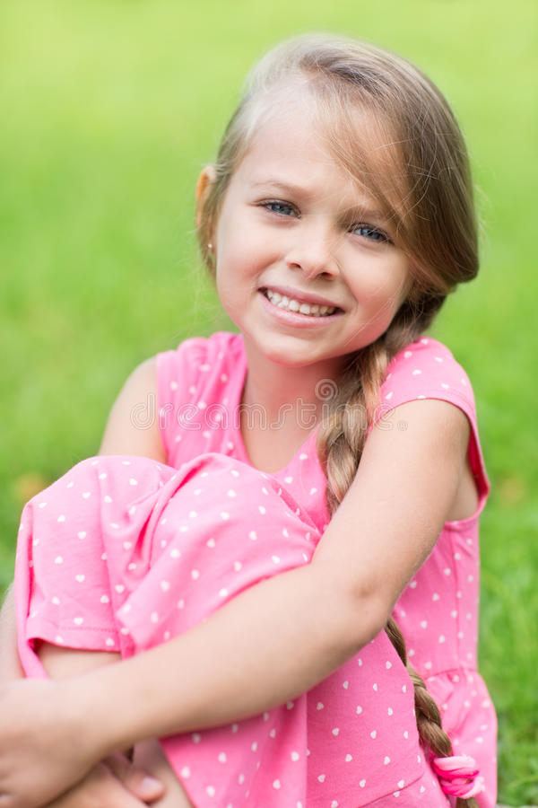 Retrato de uma rapariga bonito foto de stock royalty free