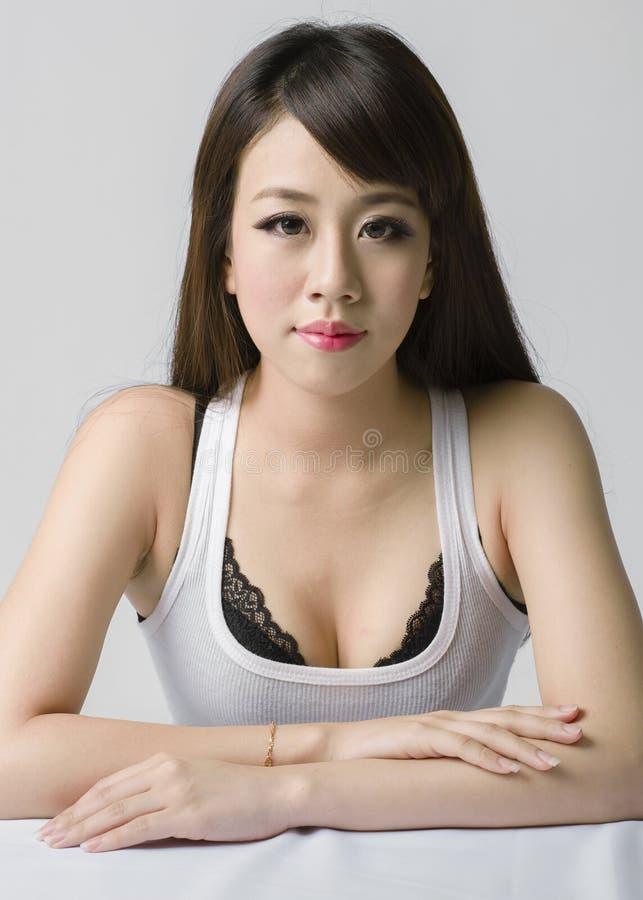 Retrato de uma senhora chinesa nova foto de stock royalty free