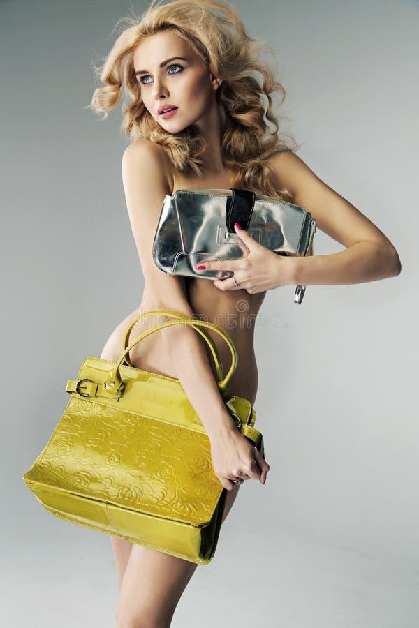 retrato de uma senhora loura atrativa fotografia de stock