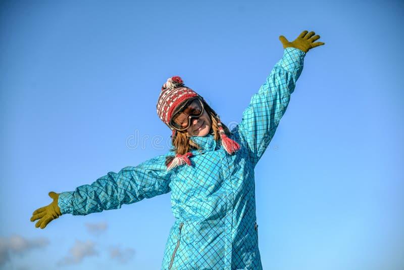 Retrato de uma snowboarding feliz da menina imagem de stock royalty free