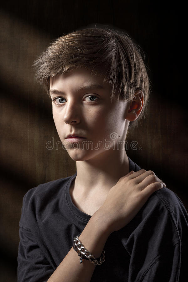 Retrato de un adolescente masculino fotos de archivo libres de regalías