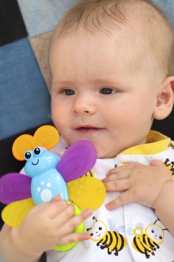 Retrato de un bebé imagen de archivo
