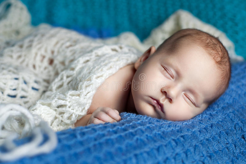 Retrato de un bebé durmiente fotos de archivo libres de regalías