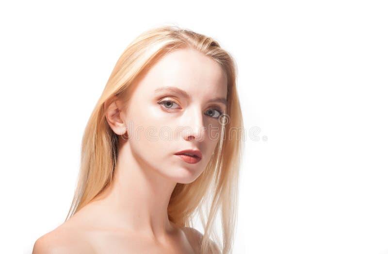 Retrato de un blonde hermoso fotografía de archivo