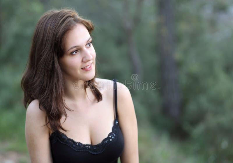 Retrato de un brunette muy bastante joven fotos de archivo libres de regalías