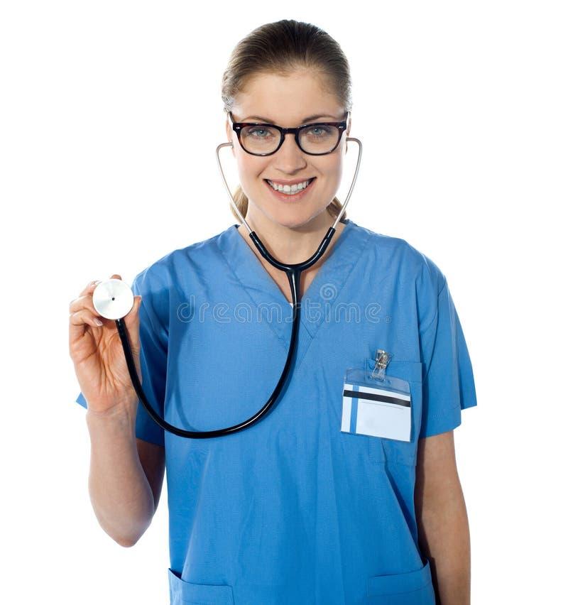 Retrato de un doctor de sexo femenino cómodo fotos de archivo libres de regalías