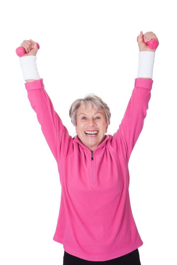 Retrato de un ejercicio mayor de la mujer foto de archivo