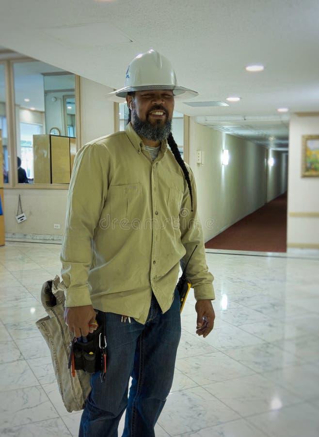 Retrato de un electricista de la empresa eléctrica fotos de archivo libres de regalías