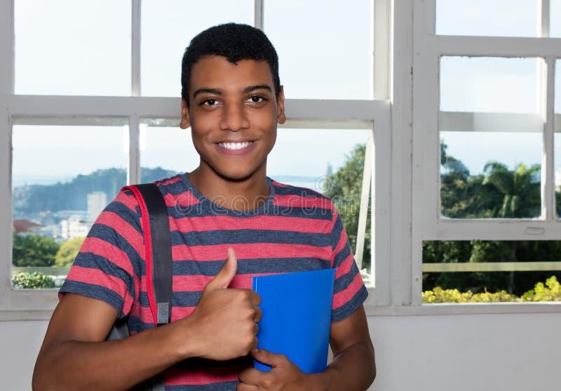 Retrato de un estudiante masculino indio acertado foto de archivo