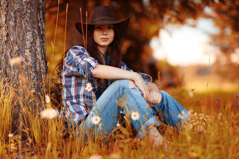 Retrato de un granjero de la mujer joven foto de archivo libre de regalías
