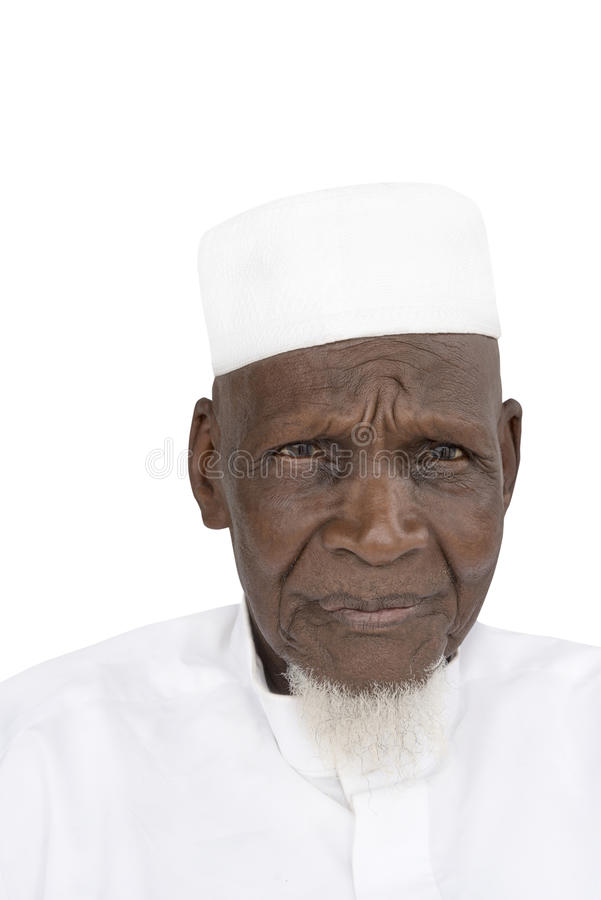 Retrato de un hombre africano de ochenta años, aislado foto de archivo