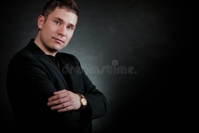 Download Retrato De Un Hombre Ciérrese Para Arriba En Negro Imagen de archivo - Imagen de looking, persona: 44855335