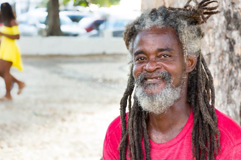 Retrato de un hombre con los hairdreadlocks en el Brasil imágenes de archivo libres de regalías