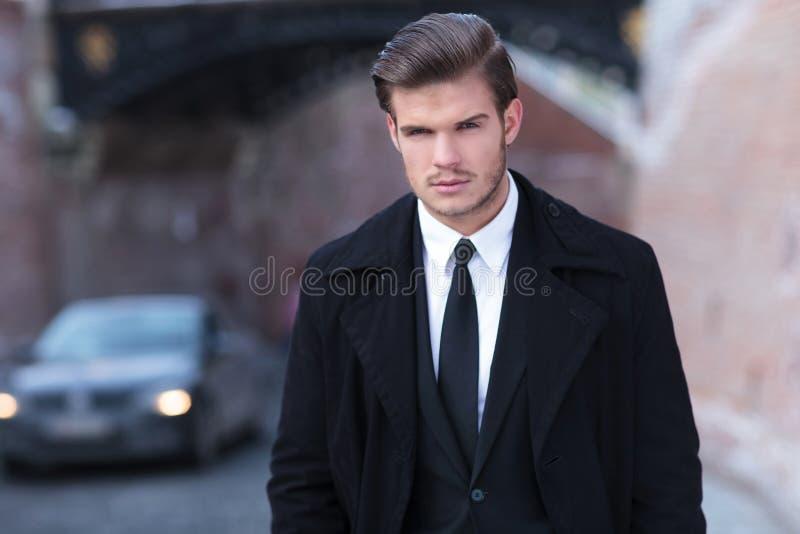Retrato de un hombre de negocios joven foto de archivo