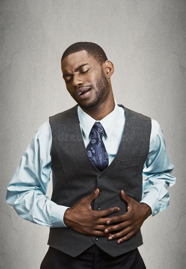 Retrato de un hombre de negocios que tiene dolor de estómago imagen de archivo libre de regalías