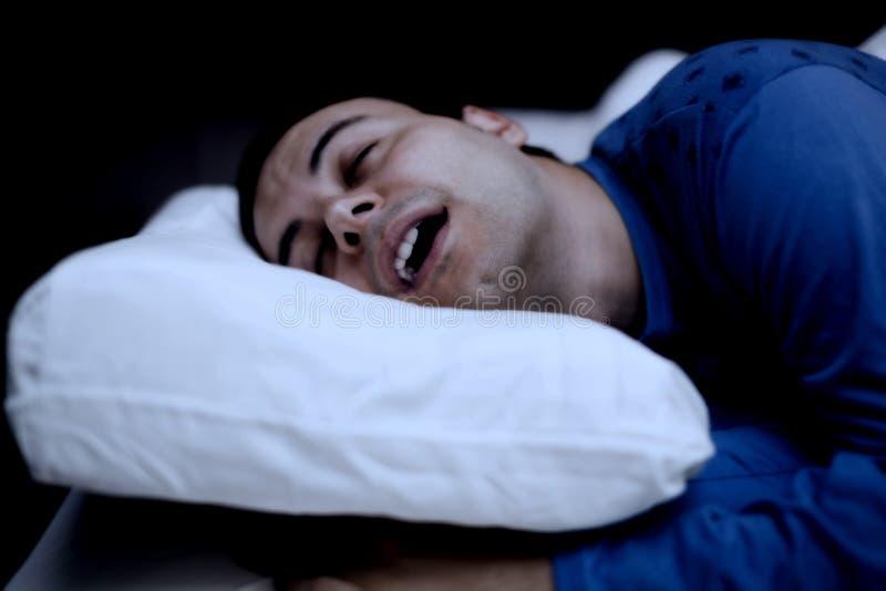 Retrato de un hombre durmiente fotografía de archivo